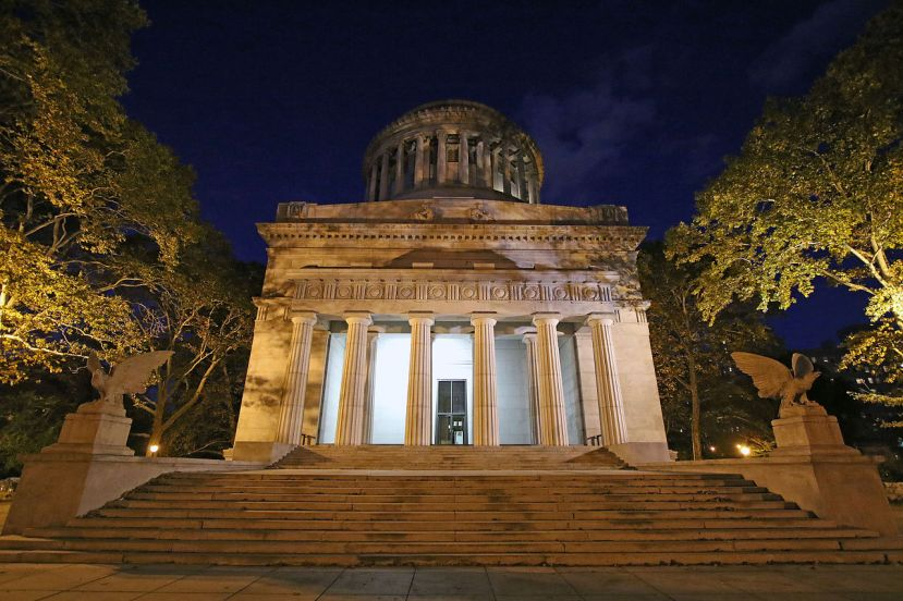 General_Grant_Tomb_Exterior_at_Night